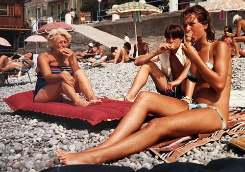 Jean Helwegen en haar kleinkinderen Martijn en Jitte Sorber